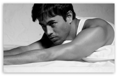 enrique_iglesias_black_and_white-t2