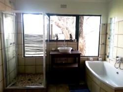 River_Lodge_Bathroom